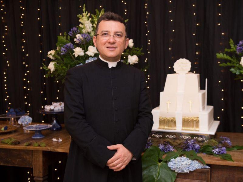 Padre Charles celebra 16 anos de ordenação sacerdotal